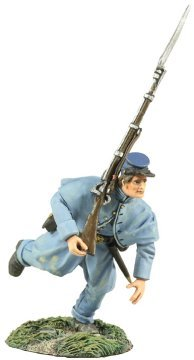 Union Infantry in Overcoat Charging At Right Shoulder Shift #2