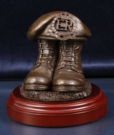 Royal Military Police Boots and Beret, Round Display Base
