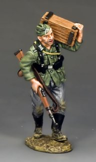 Soldat Carrying Crate